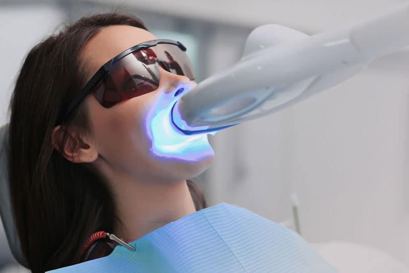 dental-patient-undergoing-teeth whitening procedure